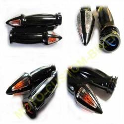 Poignées moto spike noir avec clignotants intégrés.